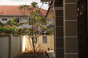 3-kluang-homestay-villa-sideview-300-x-200