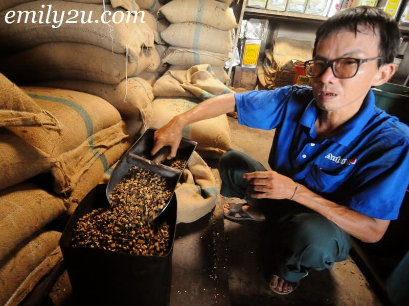 Hainanese's Tranditional Way of Making Aromatic Fresh Coffee Bean